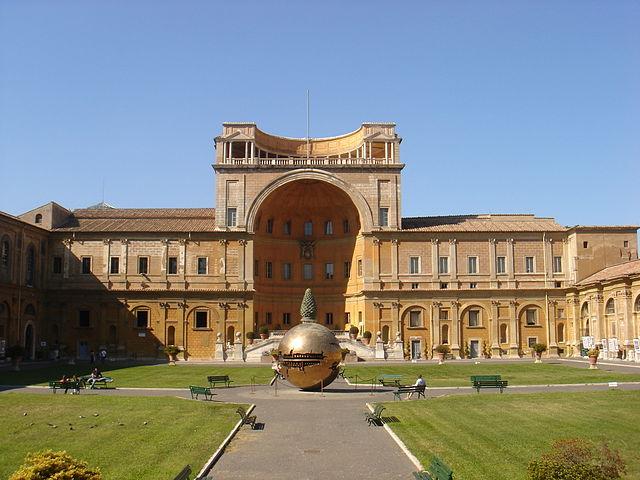 File musei vaticani cortile della pigna 01161 jpg for Opere di arnaldo pomodoro