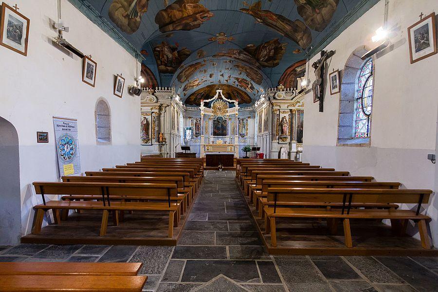 Français:  Nef de l'église Saint Théo, Le Bodéo (France).
