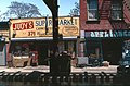 New York-Brooklyn-04-Broadway-Laeden-1982-gje.jpg