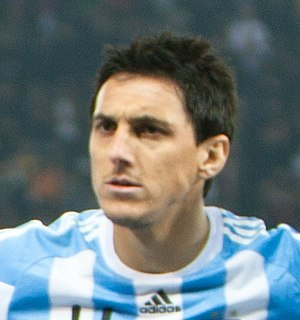 Nicolás Burdisso - Burdisso with Argentina in 2011