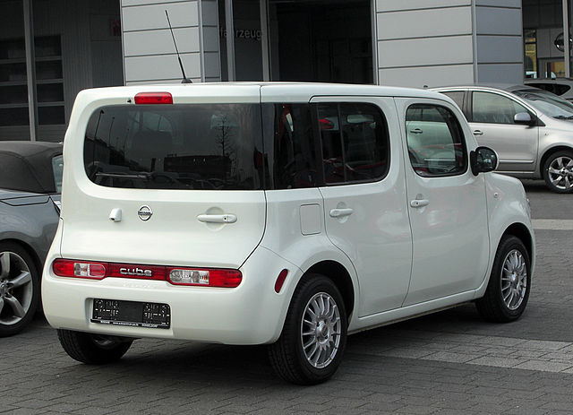 http://upload.wikimedia.org/wikipedia/commons/thumb/0/03/Nissan_Cube_(Z12)_%E2%80%93_Heckansicht,_12._M%C3%A4rz_2011,_D%C3%BCsseldorf.jpg/640px-Nissan_Cube_(Z12)_%E2%80%93_Heckansicht,_12._M%C3%A4rz_2011,_D%C3%BCsseldorf.jpg