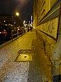 Nové Město, Klimentská, narušená dlažba chodníku.jpg