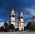 Offenburg - Dreifaltigkeitskirche - Doppelturmfassade.jpg