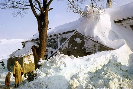 Drifted snow near Burrow-with-Burrow, Lancashire, England, January 1963 Old farm at Overtown in deep snow in 1963.jpg