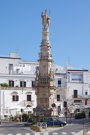 Ostuni - Ostuni square with Saint Oronzo's column