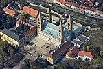 Pécsi bazilika a magasból.jpg