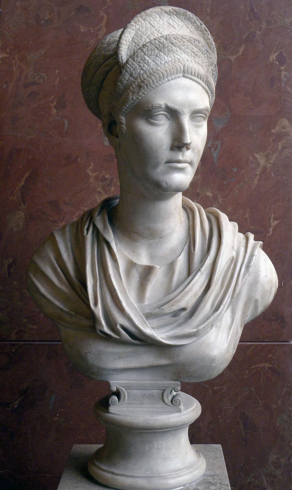 Buste van Salonina Matidia, nicht van keizer Trajanus en echtgenote van keizer Hadrianus. Marmeren, Louvre museum, Parijs
