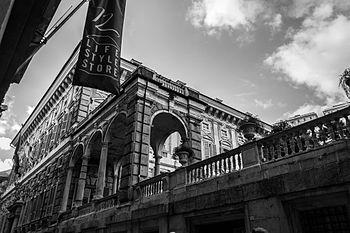 Palazzo Bianco e Musei di Strada Nuova in bianco e nero.jpg