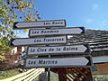 Panneaux routiers dans Corrençon.JPG