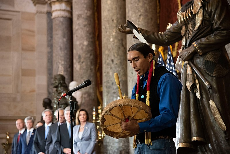 File:Performer at the dedication of the Standing Bear statue.jpg