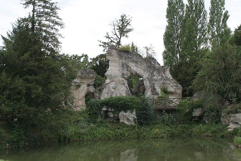 File:Petit Trianon, Rocher 01.jpg