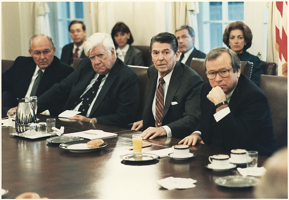 Photograph of President Reagan meeting with Congress on the invasion of Grenada in the cabinet room - NARA - 198539