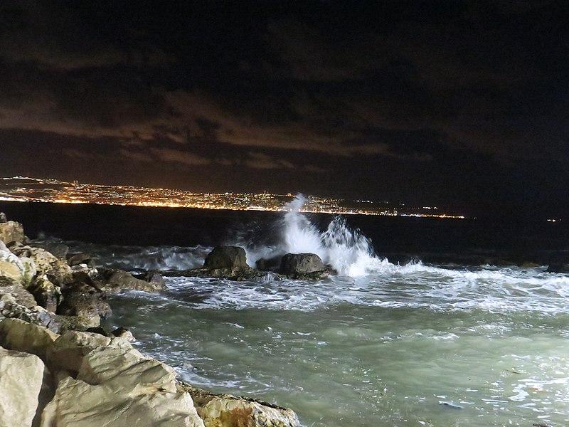חוף עכו בלילה