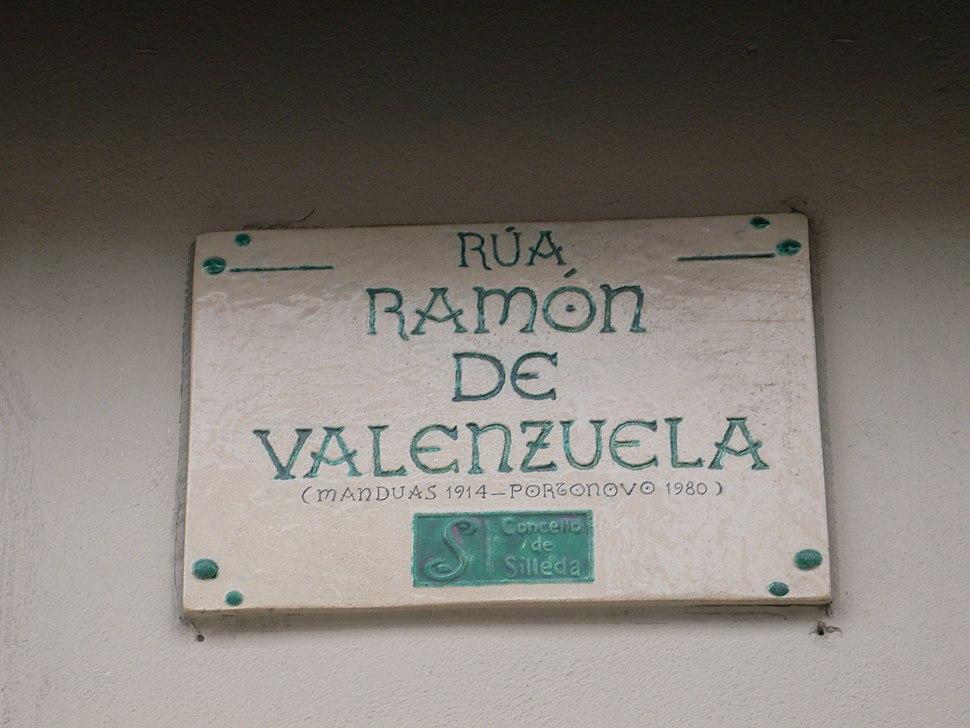 Placa da rúa Ramón de Valenzuela na Bandeira, Silleda