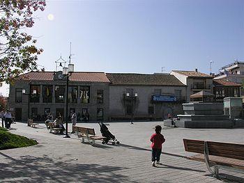 Robledo de Chavela - Plaza del Ayuntamiento.