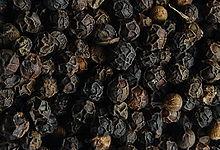grains de poivre noir