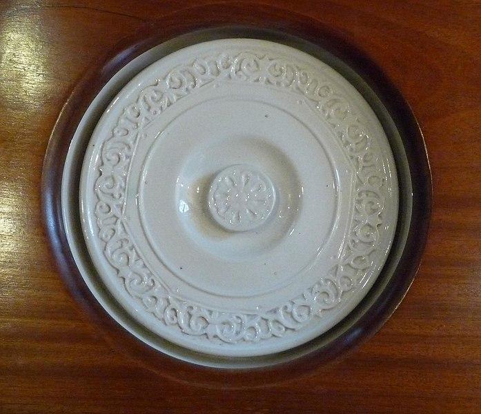 File:Porcelain commode lid (3445553034).jpg