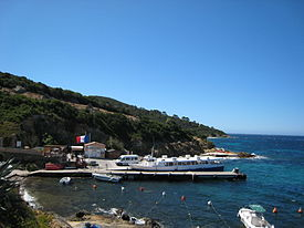 Port civil, île du Levant.JPG