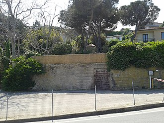 Portoferraio - The surrounding wall and the bricked up door of the Jewish cemetery on Via de Gasperi 1.