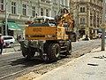 Praha, Smíchov, Anděl, rekonstrukce trati v Nádražní ulici, přeprava asfaltu II.JPG