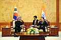 President Lee Myung-bak holds a summit with Prime Minister Manmohan Singh (2).jpg