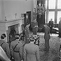 Prins Bernhard reikt het Grootkruis in de Orde van Oranje-Nassau met de Zwaarden, Bestanddeelnr 900-5505.jpg