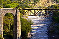 Puente de tren, montañas y rio.JPG