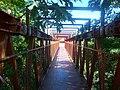Puente peatonal cerrado sobre el Arroyo Raggio.jpg