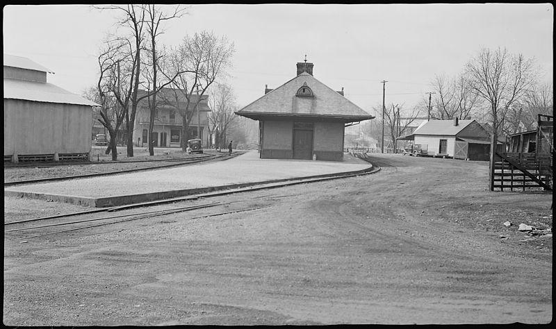 File:Railroad station - NARA - 281033.jpg