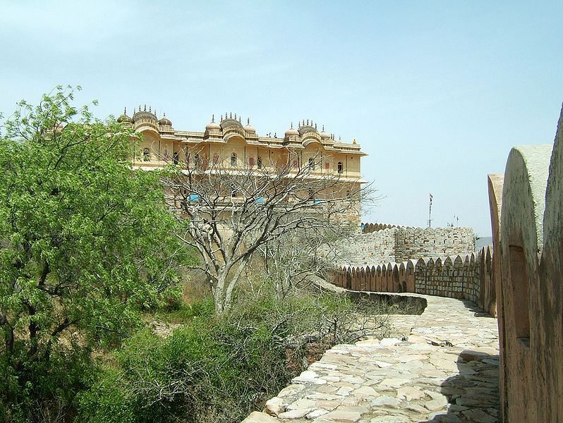 File:Rajasthan-Jaipur-Nahargarh-Fort-compound-Apr-2004-05.JPG