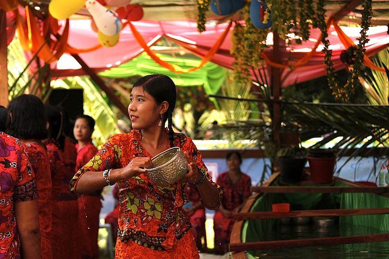 Rakhine Thingyan 2011.jpeg