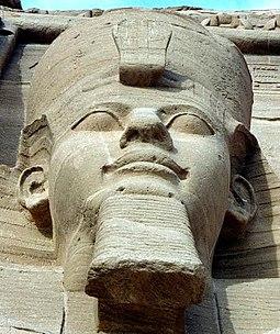 Estátua de Ramsés em Abu Simbel