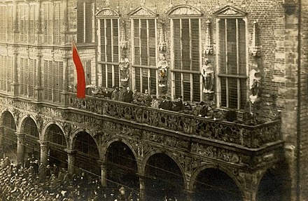 Proclamation of the Revolutionary Republic of Bremen (Bremer Raterepublik) in front of the town hall, 15 November 1918 Rathaus Bremen 15111918.jpg