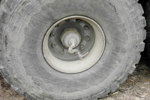 Central tire inflation system - Tractor-drawn trailer with CTIS