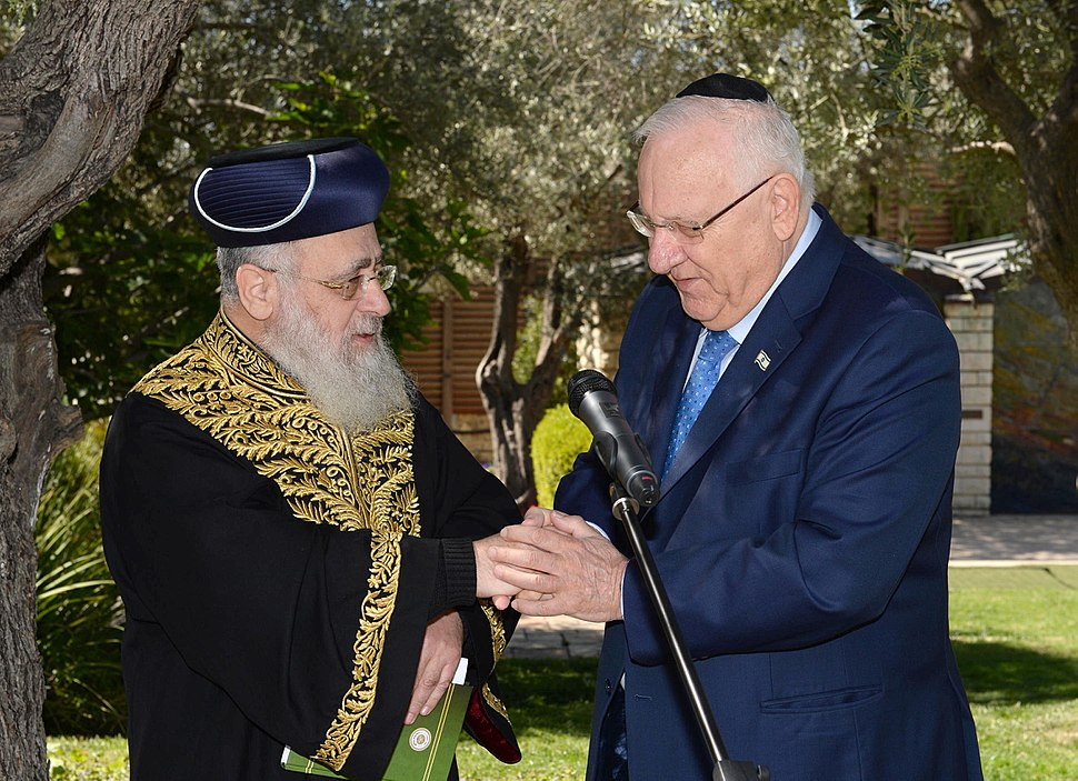 Reuven rivlin with the Rabbi Yitzchak Yosef, in the garden of the President's Residence to recite Birchat Ilanot (7676)