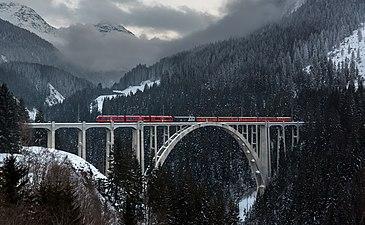 RhB ABe 8-12 Langwieser Viadukt.jpg