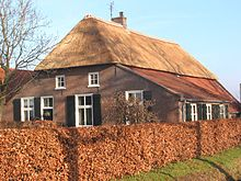 220px-Rieten_dak_old_farmhouse.jpg