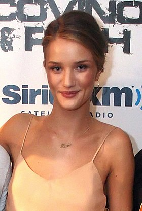 Rosie Huntington-Whiteley au Covino & Rich Show en juin 2011.