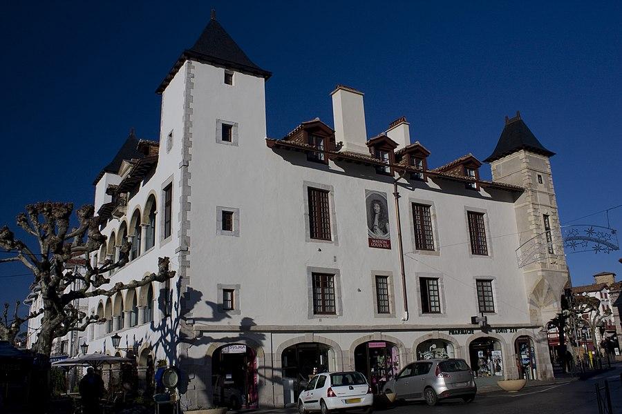 English:  Southeast facade of the Maison Louis XIV.