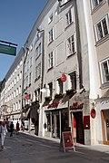 Salzburg_-_Altstadt_-_Getreidegasse_22_Ansicht_-_2019_07_26_-_2b.jpg