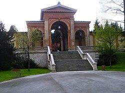 Salzburg Kommunalfriedhof - Eingangstor.jpg