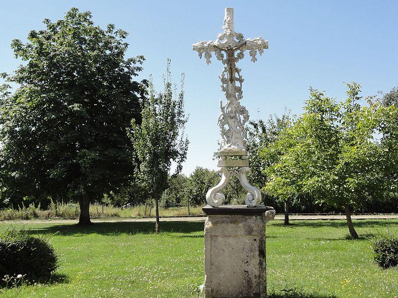 Savonnières-en-Perthois (Meuse) croix de chemin