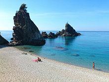 Spiaggia del Lido di Palmi con gli scogli Agliastro.