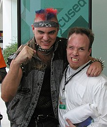 Seanbaby, on the left, at E3 in 2003 with a fan