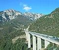 Serra de Moixeró i viaducte de Bac de Diví, Bagà, Berguedà - panoramio.jpg