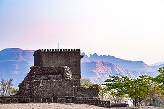 Shivneri - sideview of Shivneri Fort