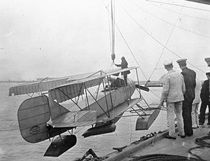 Short Admiralty Type 81 - Short Folder 81 being hoisted aboard the cruiser HMS ''Hermes''