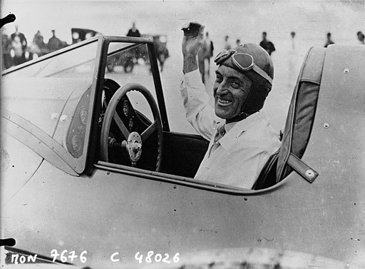 "Sir Malcolm Campbell dans sa ""Blue Bird"" à Daytona Beach 1933"