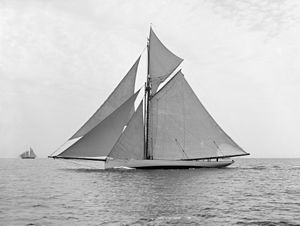 English: Edwin Dennison Morgan's sloop Mayflow...