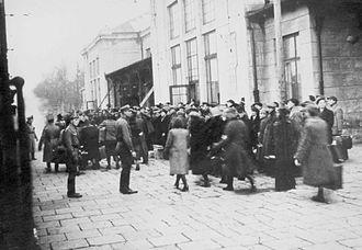 Art Spiegelman - Liquidation at the Sosnowiec Ghetto in occupied Poland during World War II; Spiegelman tells of his parents' survival in Maus.